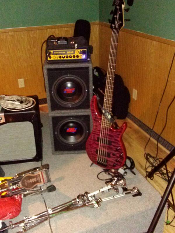 http://www.homerecordingconnection.com/images_photos/1426.jpg